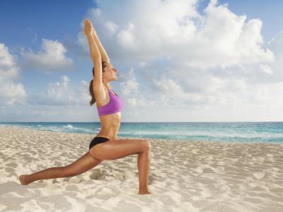 Siete ejercicios para ponerse en forma desde la playa