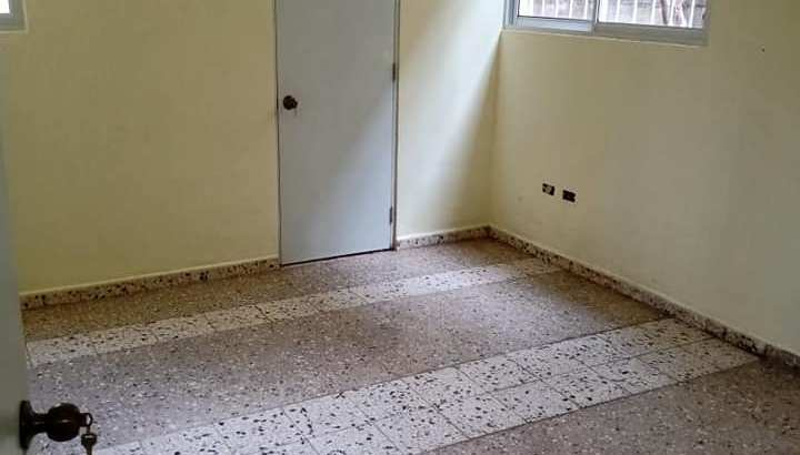 Miraflores, Alquiler Apartamento De 4 Dormitorios, 1 Parqueo