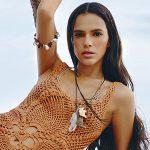 Bruna Marquezine estrela campanha de calçado