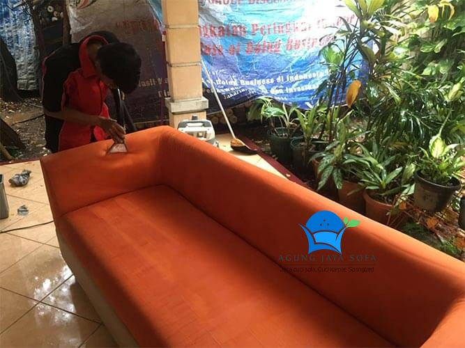 Cuci Sofa Ciputat - image  on https://agungjayasofa.com