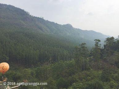 Pemandangan asri pegunungan di The Lodge Maribaya