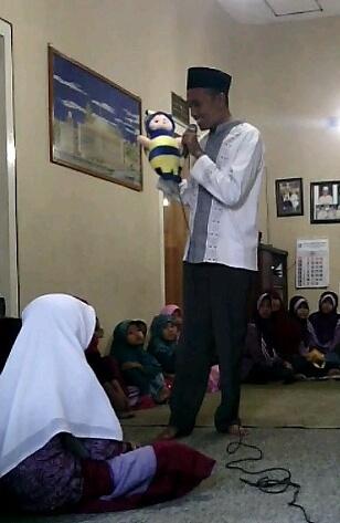 Keceriaan Dongeng Anak Islami di Parimono, Plandi, Jombang
