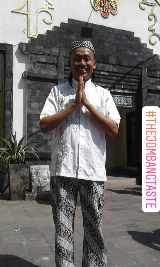 Teaveling ke Jogja pakai celana batik & baju koko