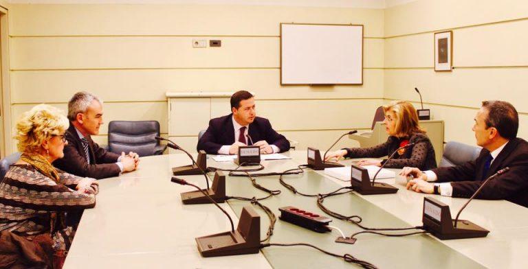 Reunión en el Senado sobre turismo de compras con Agustín Almodóbar y The Shopping Tourism