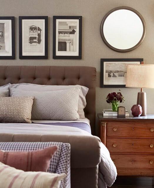 C mo colocar cuadros en una pared y que quede bien a for Donde colocar espejos en el dormitorio