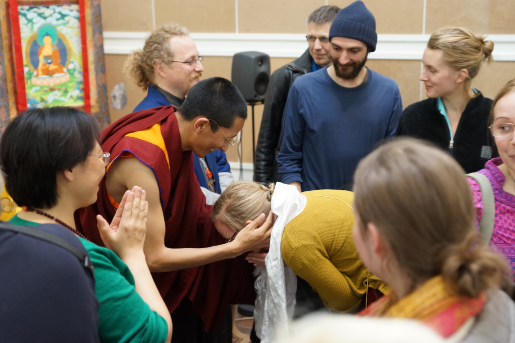 His Holiness Gyalwai Nyugu Rinpoche with Western lay students