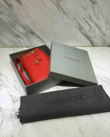 tom-ford-alix-small-zip-padlock-crossbody-bag-red-08-360x450