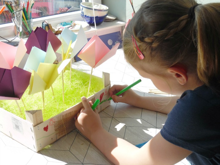Child decoration wooden box to make a spring tulip display