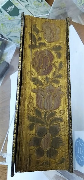 fore edge of Queen's Binder B book