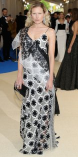 """NEW YORK, NY - MAY 01: Dree Hemingway attends the """"Rei Kawakubo/Comme des Garcons: Art Of The In-Between"""" Costume Institute Gala at Metropolitan Museum of Art on May 1, 2017 in New York City. (Photo by Neilson Barnard/Getty Images)"""