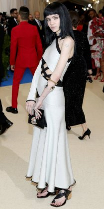 """NEW YORK, NY - MAY 01: Grimes attends the """"Rei Kawakubo/Comme des Garcons: Art Of The In-Between"""" Costume Institute Gala at Metropolitan Museum of Art on May 1, 2017 in New York City. (Photo by Neilson Barnard/Getty Images)"""