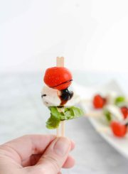 Caprese Salad Skewers are a delicious, easy, gluten free appetizer recipe. Tomato fresh mozzarela basil and balsamic glaze | ahealthylifeforme.com
