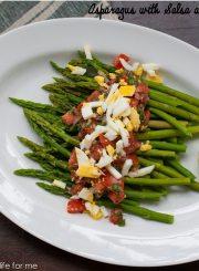 Asparagus with Salsa and Egg Recipe | ahealthylifeforme.com