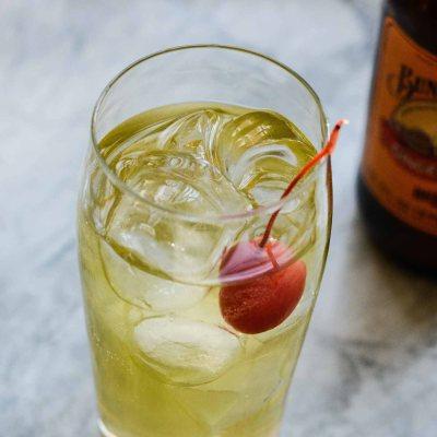 Apple Ginger Sparkle Cocktail