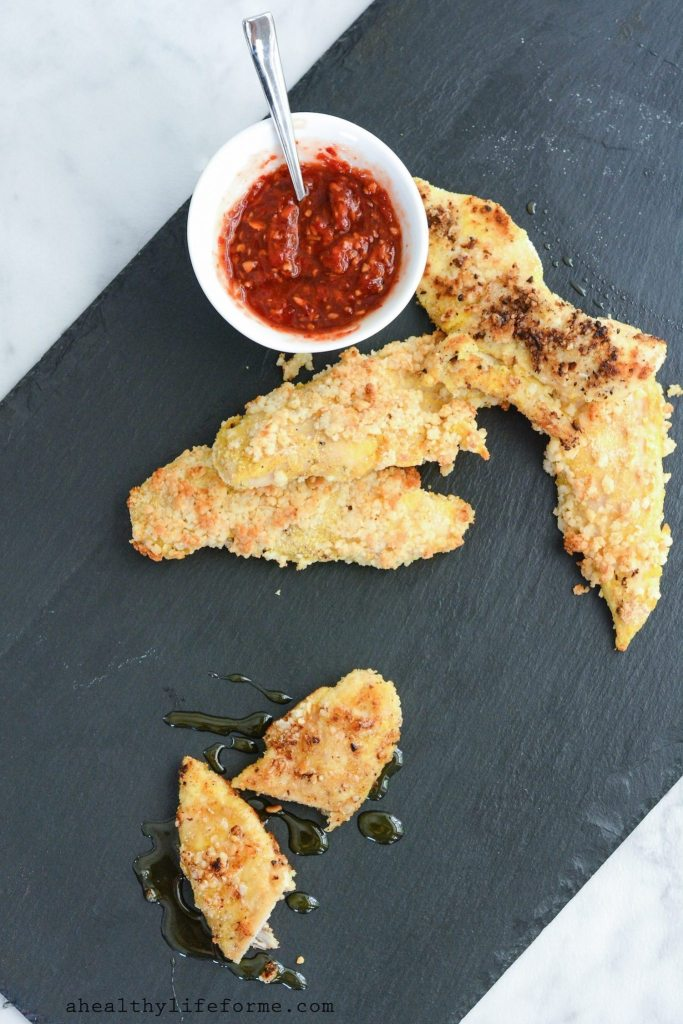 Macadmia Coconut Crusted Chicken Tenders are a healthy baked dinner that is gluten free dairy free and ready in under 30 minutes | ahealthylifeforme.com
