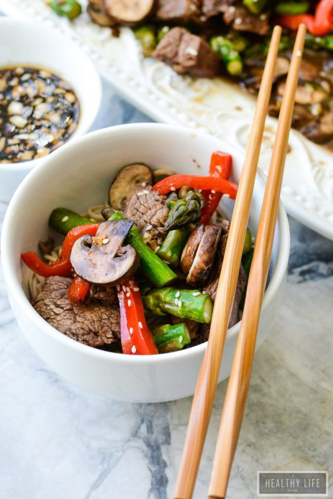 This Paleo Asian Stir Fry is packed with the perfect amount of sweet and salty with crunchy fresh vegetables and seasoned beef. It is ready in 20 minutes and is a protein packed, gluten free, dairy free dinner that the whole family will love. | ahealthylifeforme.com