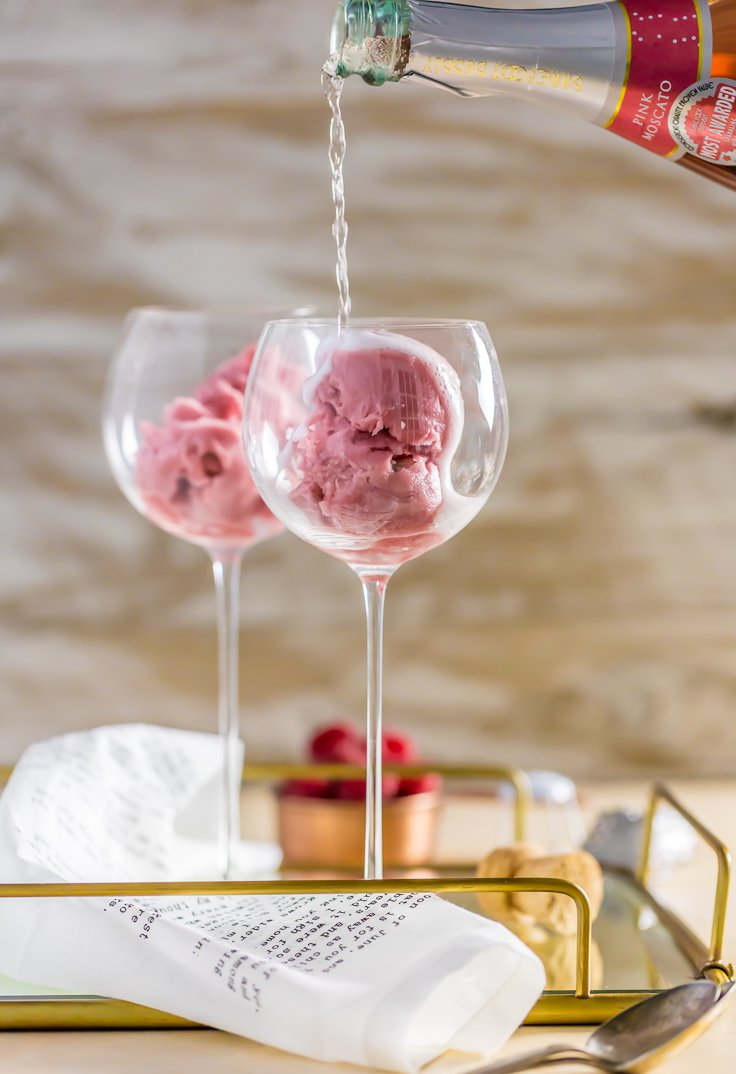 6 Romantic Valentine's Day Cocktails. Drool-worthy drinks. | ahedgehoginthekitchen.com