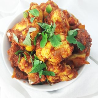 Potato and cauliflower aloo gobi recipe. A healthy + easy Indian lunch or dinner. | ahedgehoginthekitchen.com
