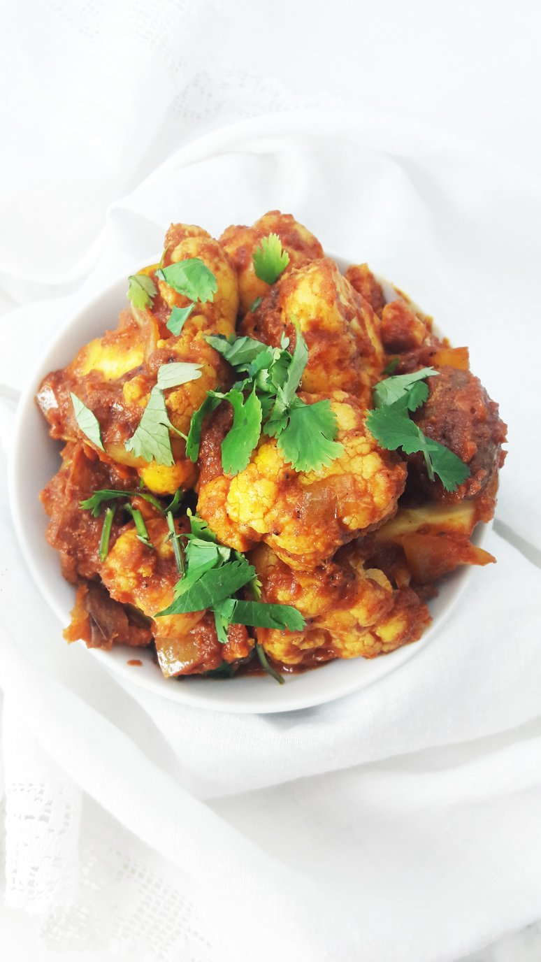 Potato and cauliflower aloo gobi recipe. A healthy + easy Indian lunch or dinner. | ahedgehoginthekitchen.com