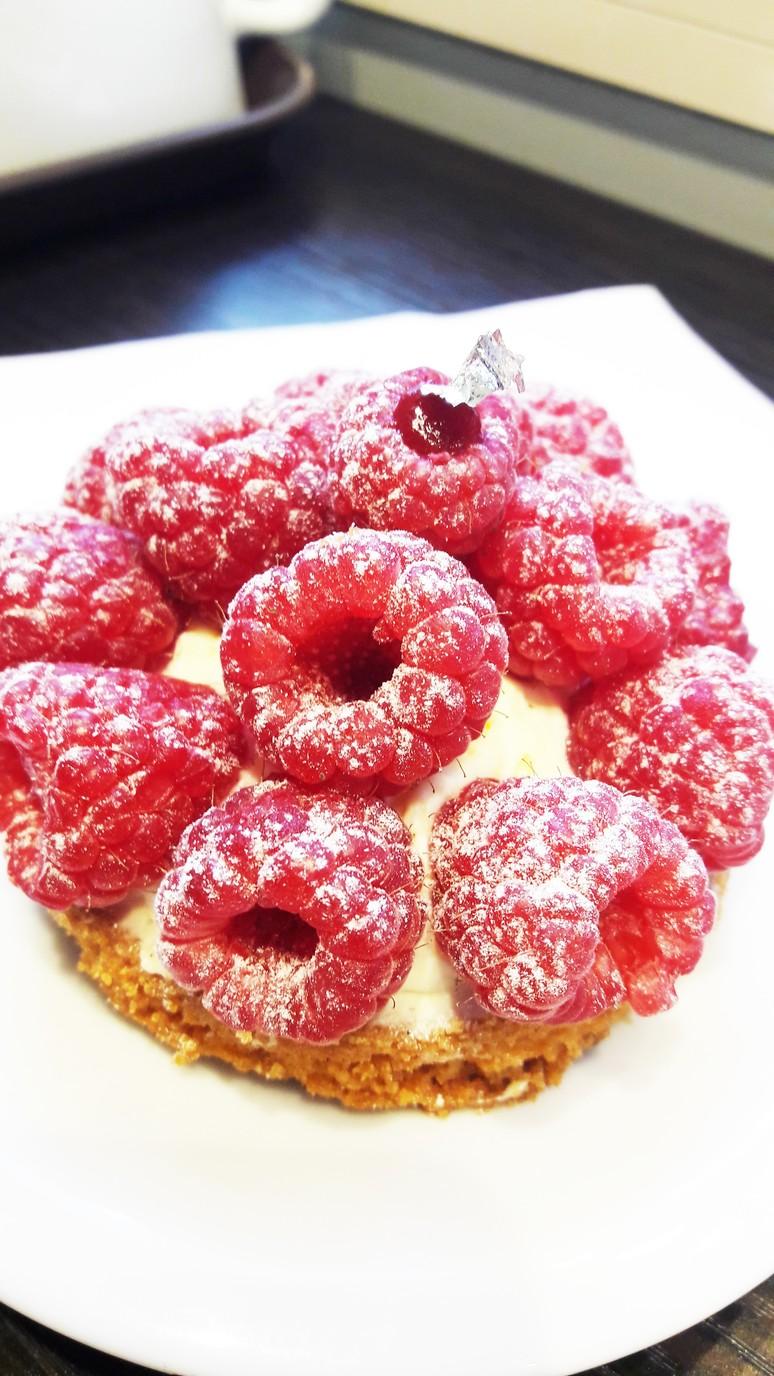 Raspberry Vanilla Tart at Casse Noisette Paris. Pastry Chef extraordinaire Jeffrey Cagnes. Pastries in Paris.   ahedgehoginthekitchen.com