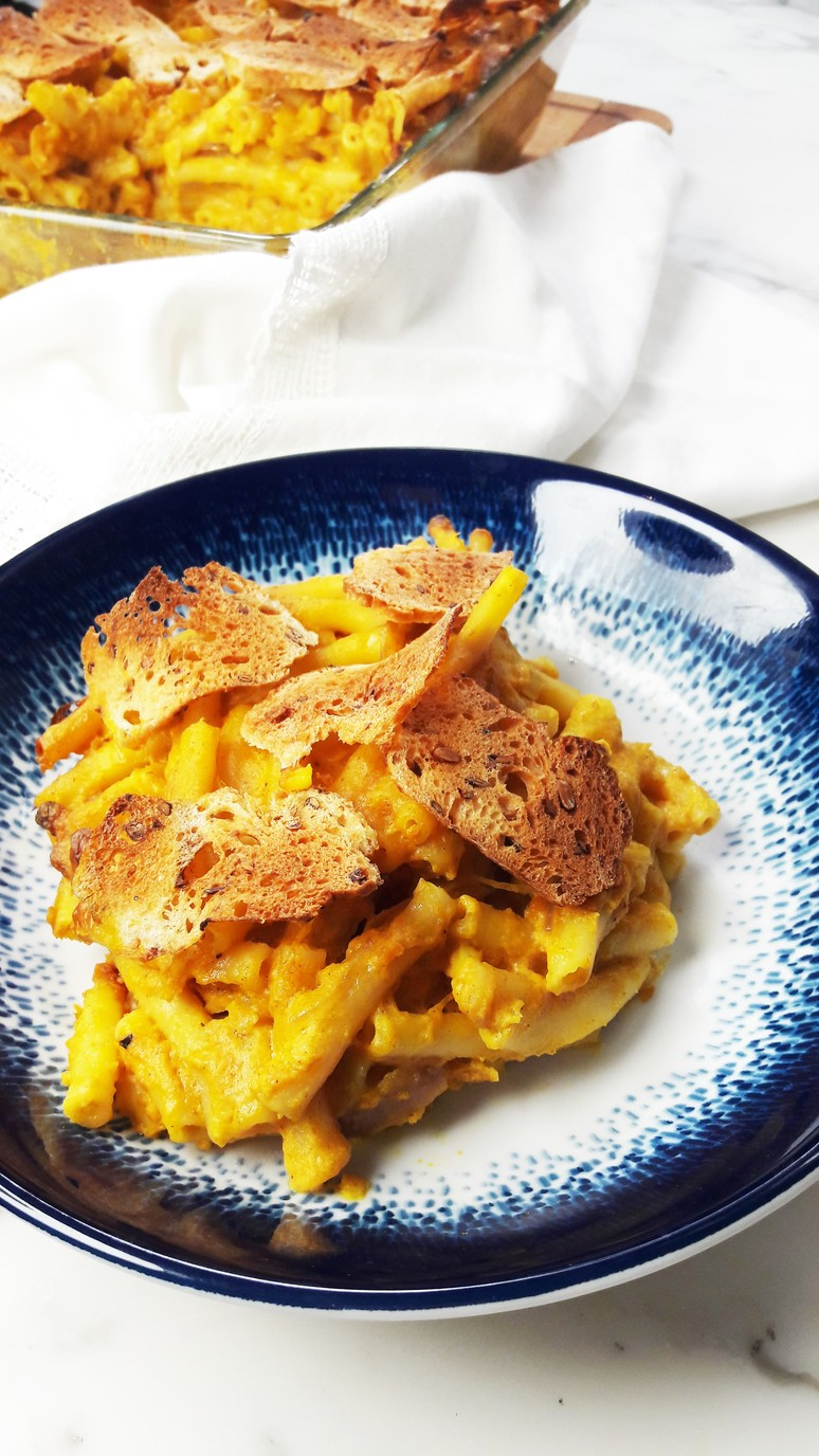 7 Pumpkin Recipes for Fall. Pumpkin Mac and Cheese. | ahedgehoginthekitchen.com