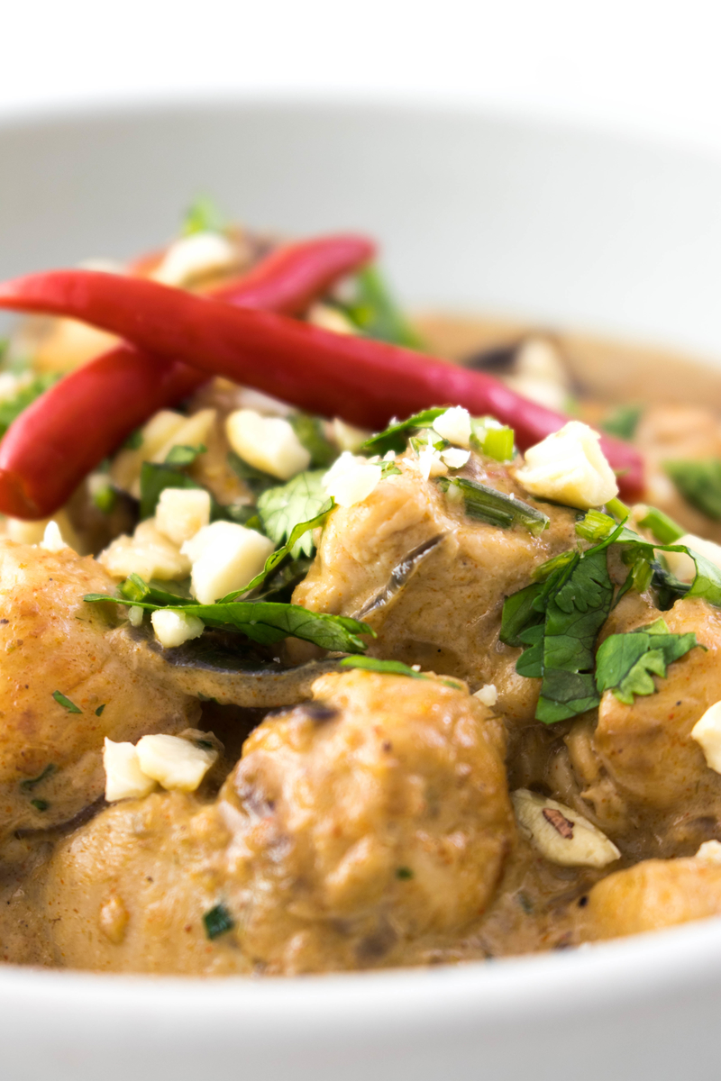 Thai Red Curry Chicken #thairecipe #thaifood #redcurry #curry - ahedgehoginthekitchen.com