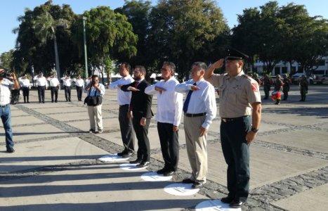 Dirige Izamiento de Bandera Nuestro Director General