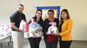 Amigos del Migrante entrega 30 kits de belleza a migrantes retornados