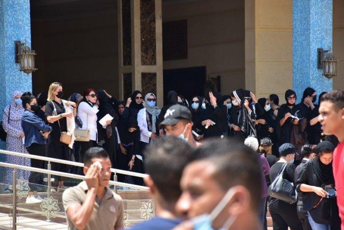 جنازة دلال عبد العزيز من مسجد المشير إلى مقابر الوفاء والأمل