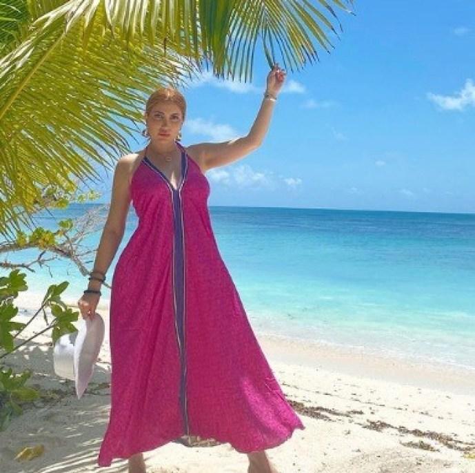 نسرين طافش تتألق بإطلالة صيفية في جزيرة سيشل خلال قضاء عطلتها الصيفية
