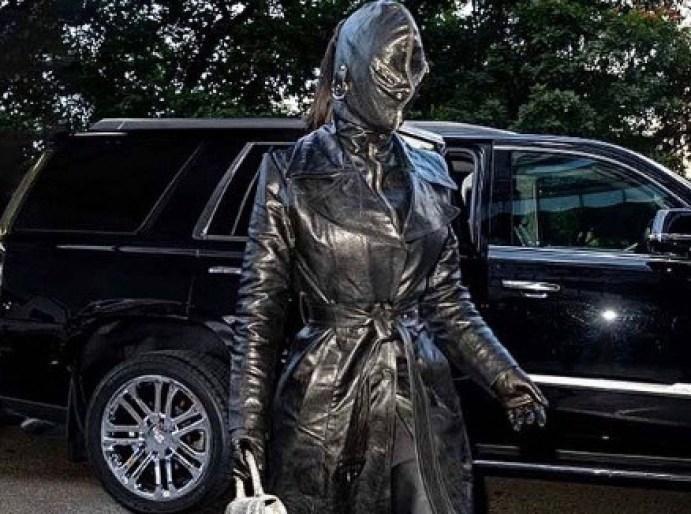 كيم كاردشيان تكشف سبب ارتداء القناع المُخيف غطت به وجهها بالكامل
