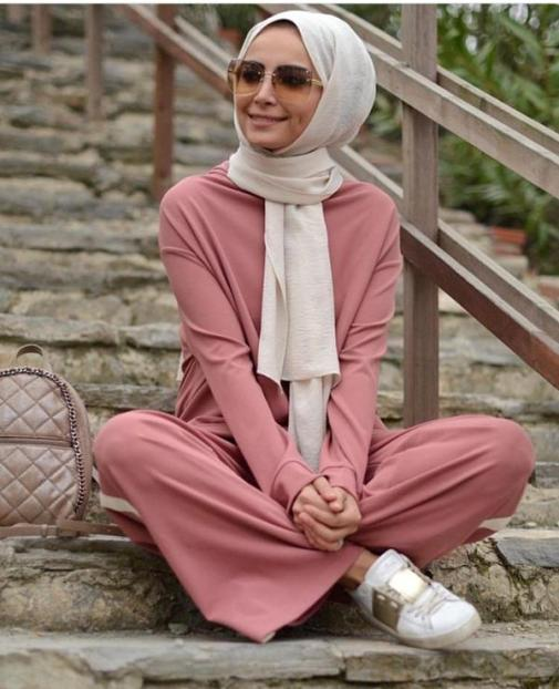 ملابس محجبات باللون الوردي لموضة 2021 - ملابس محجبات وردية