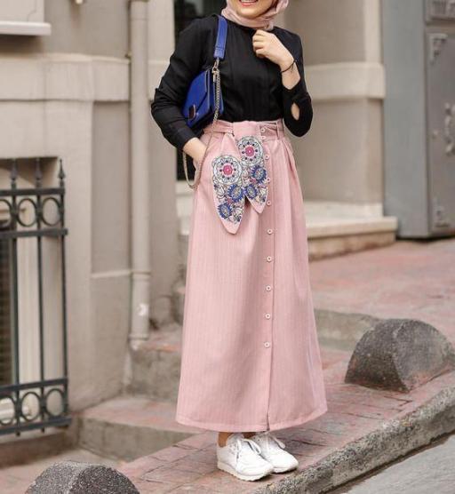ملابس محجبات باللون الوردي لمع الأسود 2021