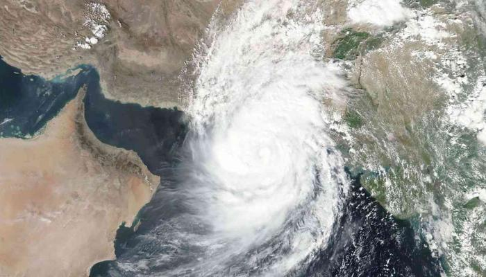 تفعيل الطوارئ في عمان والإمارات بسبب إعصار شاهين