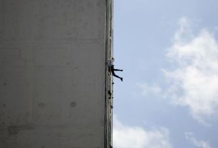 "Alain Robert of France, who is known as ""Spiderman"", climbs the Habana Libre hotel in Havana February 4, 2013. Robert, who scales buildings all over the world without safety equipment, successfully climbed the hotel which is 126 metres (413 feet) high. REUTERS/Desmond Boylan"