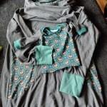 Ein Hoodie für Mama und ein Basic-Pulli für Mini aus dem gleichen Material.