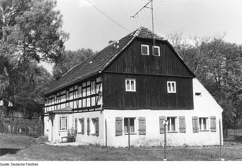 Die ehemalige Niedermühle von Bernsdorf-Zeißholz als heutiges Wohnhaus in Frontansicht