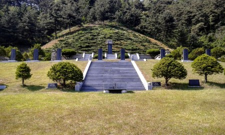Where fathers of Ahn are buried