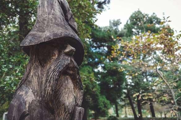 Der Holz-Zauberer im Jardim da lagoa das furnas.