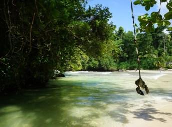 Frenchman's Cove - Süßwasserfluss mündet ins Meer