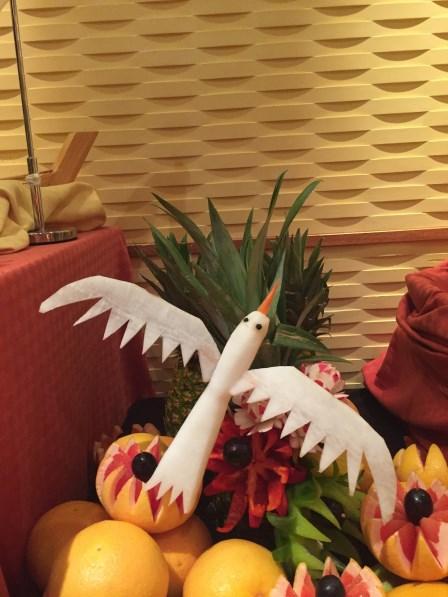 Fruit Carving Dekoration vor einem der Restaurants