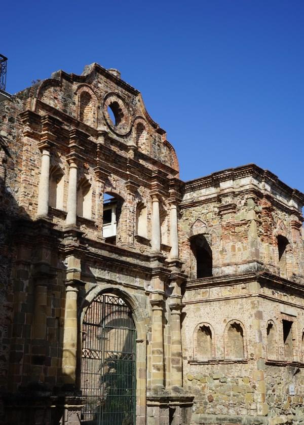 Panama City - Altstadt - Casco Viejo - Alte Mauern der Kirche Iglesia de la Compañía de Jesús
