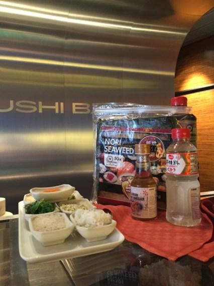 Soja Sauce - Nori Blätter - Reisessig - Reis - Wasabi Creme