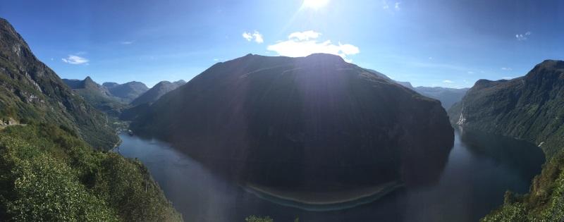 Panorama Geiranger Fjord bei Sonnenschein