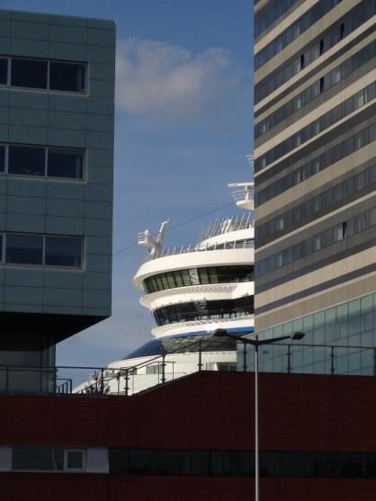Vor dem Hafenterminal Amsterdam