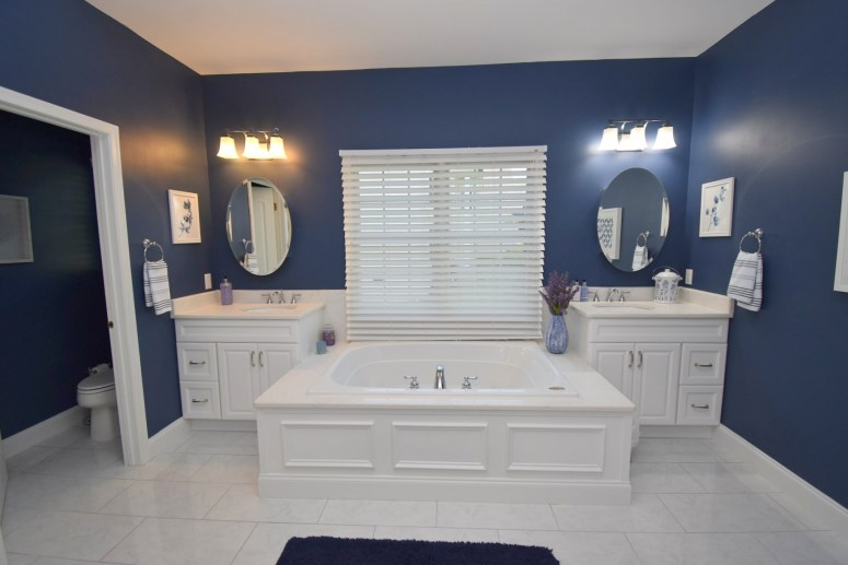 13 Master Bathroom (1)