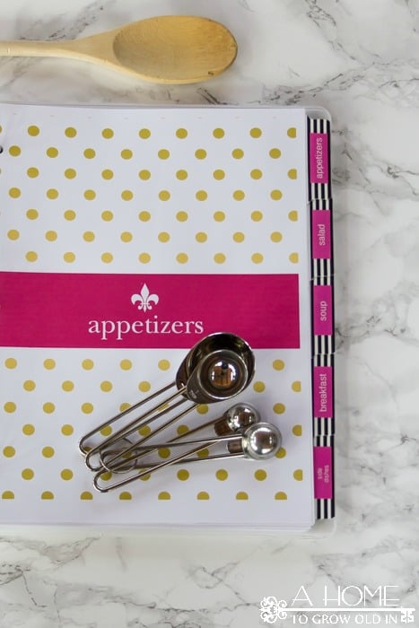 Check out these free recipe binder printables! These Kate Spade inspired printables can be customized with your name and will help keep all your recipes organized in one place. They're a great help when it comes to weekly menu planning!