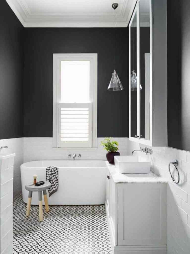 black-and-white-bathroom