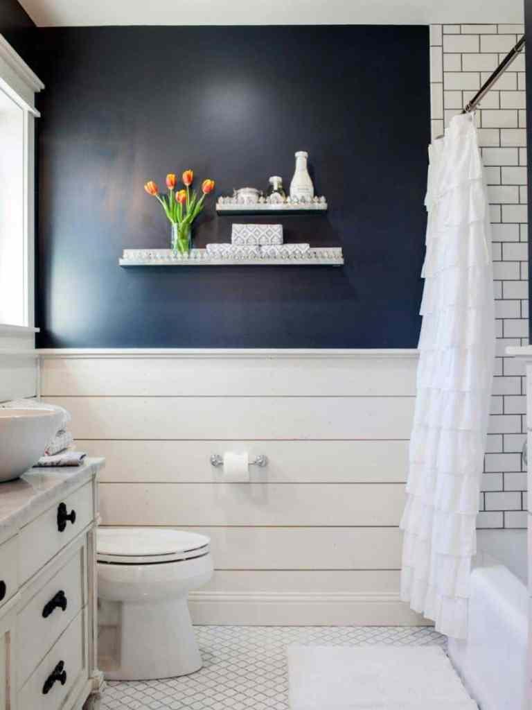 planked-wall-bathoom