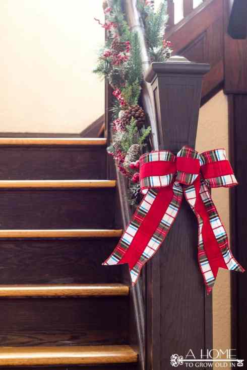 how-to-decorate-stairs-christmas